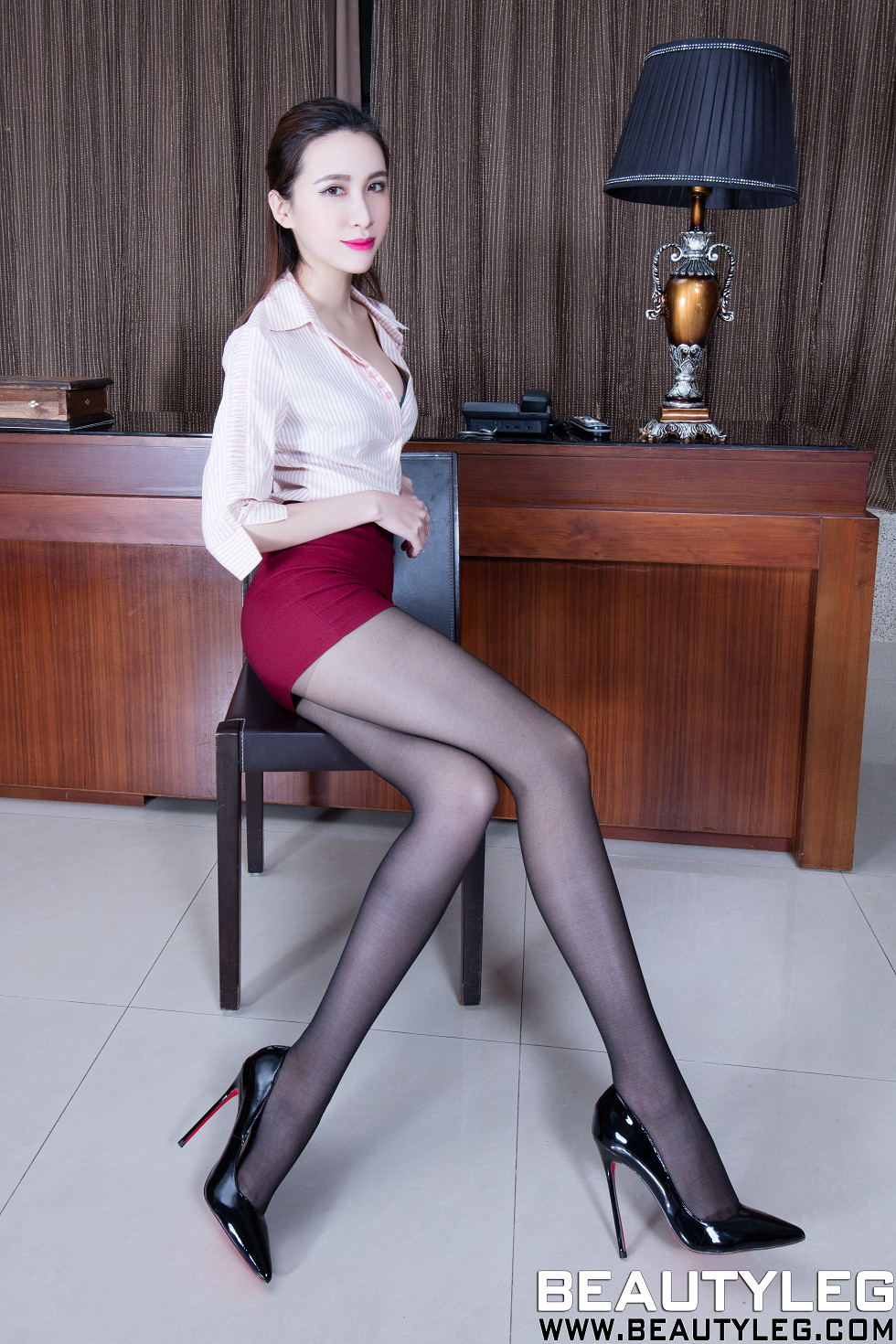 Beautyleg-No.1469_模特Stephy妹子白色连体泳装配白丝裤袜秀完美身材性感写真41P[41P][图集]